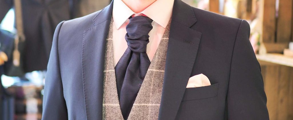 How To Tie a Cravat by Astares