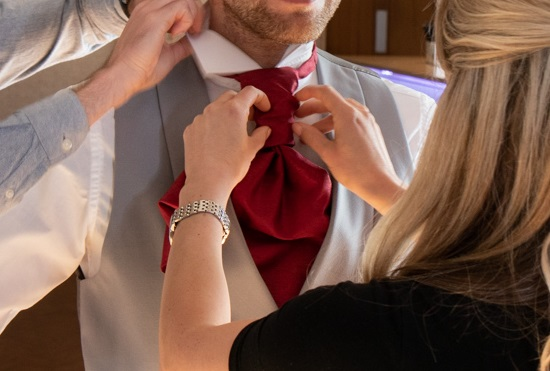 How to tie a cravat - Step by Step Guide